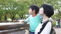 動物園 家族 親子の動画 37772827