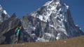 ハイカー 山歩き ハイキングの動画 38020604