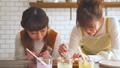 女性 キッチン 調理の動画 38100181