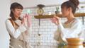 女性 キッチン お菓子作りの動画 38100374