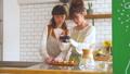 女性 キッチン お菓子作りの動画 38100381