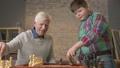 チェス 老人 家庭の動画 38246263