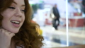 女性 笑顔 対話の動画 38417052