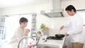 カウンターキッチン カップル キッチンの動画 38445747