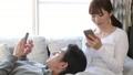 カップル リラックス 休日の動画 38450244