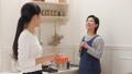 台所 キッチン 母娘の動画 38916447