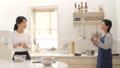 台所 キッチン 母娘の動画 38916448