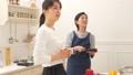 台所 キッチン 母娘の動画 38916450