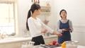 台所 キッチン 母娘の動画 38916452