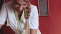 Massage procedure of female back in spa salon 38959540