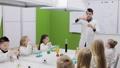 子供 子 実験室の動画 38977531