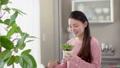 女性 リラックス 水の動画 39027161