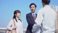 握手 ビジネスマン ビジネスウーマンの動画 39035818