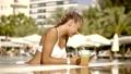プール 女 女の人の動画 39460121