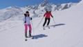 女性 山 スキーの動画 39704702