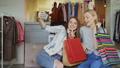 女の子 ショッピング 買い物の動画 39803786