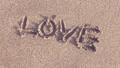 ビーチにLOVEの文字 39997941