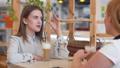 女性 女性達 対話の動画 40014102