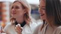 女性 飲む 対話の動画 40014286