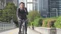 男性 ビジネス 自転車の動画 40088200