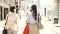 女性 友達 歩くの動画 40123857