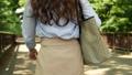 女性 歩く 後ろ姿の動画 40135714