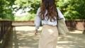 女性 歩く 後ろ姿の動画 40135721