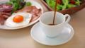 コーヒーを注ぐ 朝食イメージ 40156545