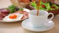 コーヒーを注ぐ 朝食イメージ 40156546