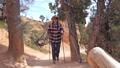 女性 ハイカー ウォーキングの動画 40182419