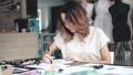 デザイナー ファッション 流行の動画 40234288