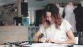 デザイナー ファッション 流行の動画 40234292
