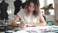 デザイナー 女の人 女性の動画 40271834