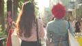 女性 友達 歩くの動画 40313079