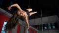女性 ダンサー メスの動画 40551709