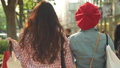 女性 友達 歩くの動画 40686263