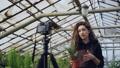 女性 カメラ 写真機の動画 40808488