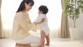 赤ちゃん 子育て 親子の動画 41000328