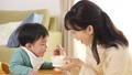 育児 赤ちゃん 親子の動画 41056026