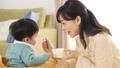 育児 赤ちゃん 親子の動画 41056030