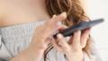 スマートフォンを使う女性 41057628