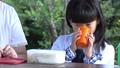 少女 子供 ジュースの動画 41360635