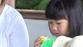 少女 子供 とうもろこしの動画 41360712