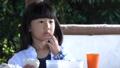 少女 子供 サンドウイッチの動画 41360729