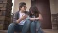 カップル 二人 二人連れの動画 41601493