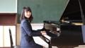 ピアノを弾く先生 41666350
