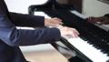 ピアノを弾く先生 41666351