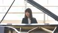 ピアノを弾く先生 41666354