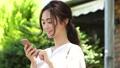 女性 人物 スマートフォンの動画 41694747