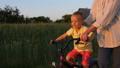 自転車 子 子供の動画 42298539